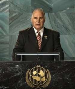 Sam Kekovich address the 'UN' with an impassioned, lamb-themed speech.